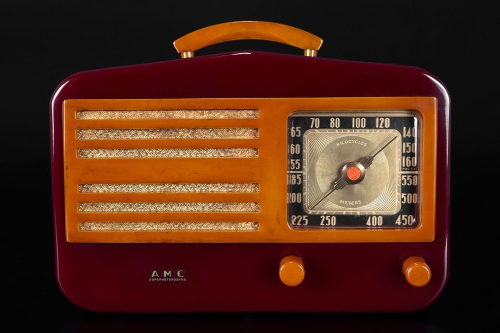 AMC 1450 Catalin 'Peak-Top' Radio in Merlot + Butterscotch