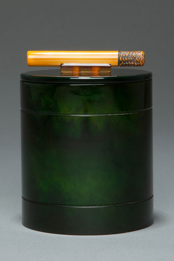 Stunning Catalin Bakelite Cigarette Box in Deep Green with Carved Cigarette