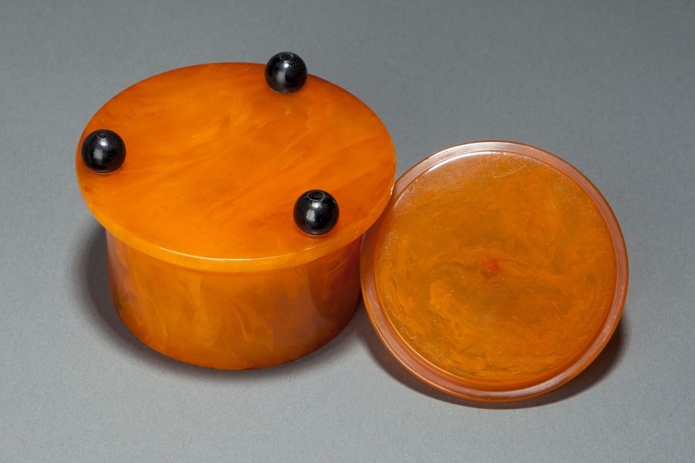 Beautiful Catalin Bakelite Box In Butterscotch With Black
