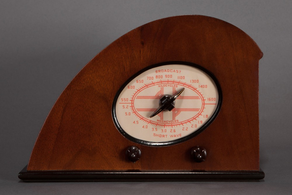 Climax 'Baby Ruby' Radio - Great Deco Teardrop Design