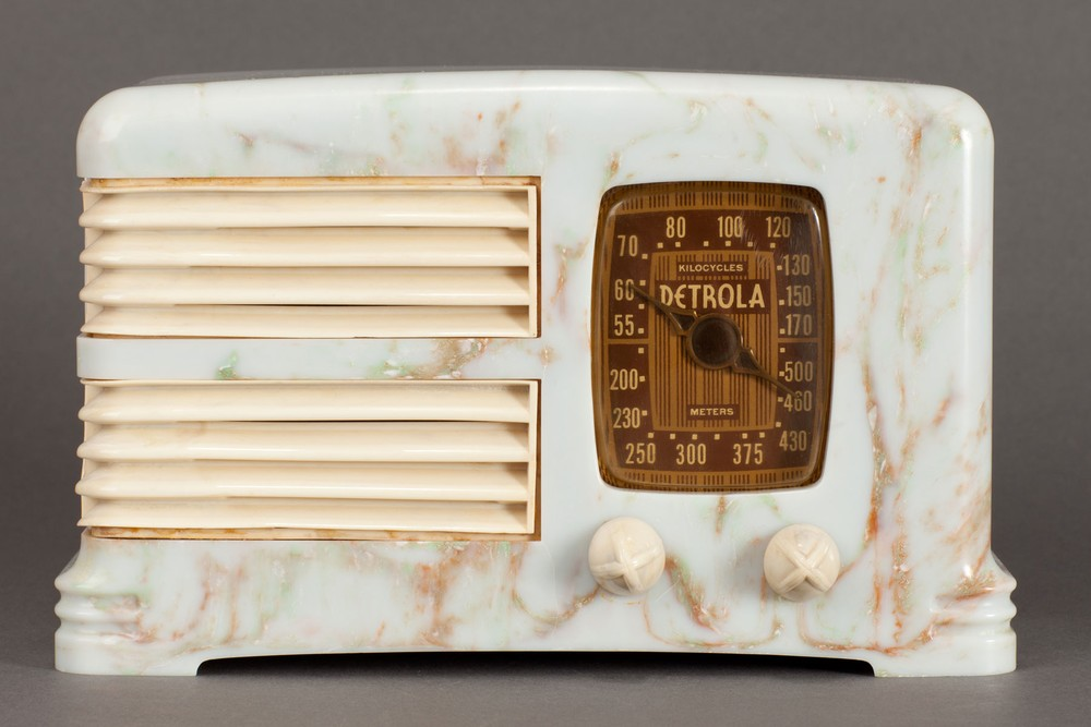 "Detrola 274 ""Split-Grille"" Radio - Beetle Plastic with Ivory Trim"