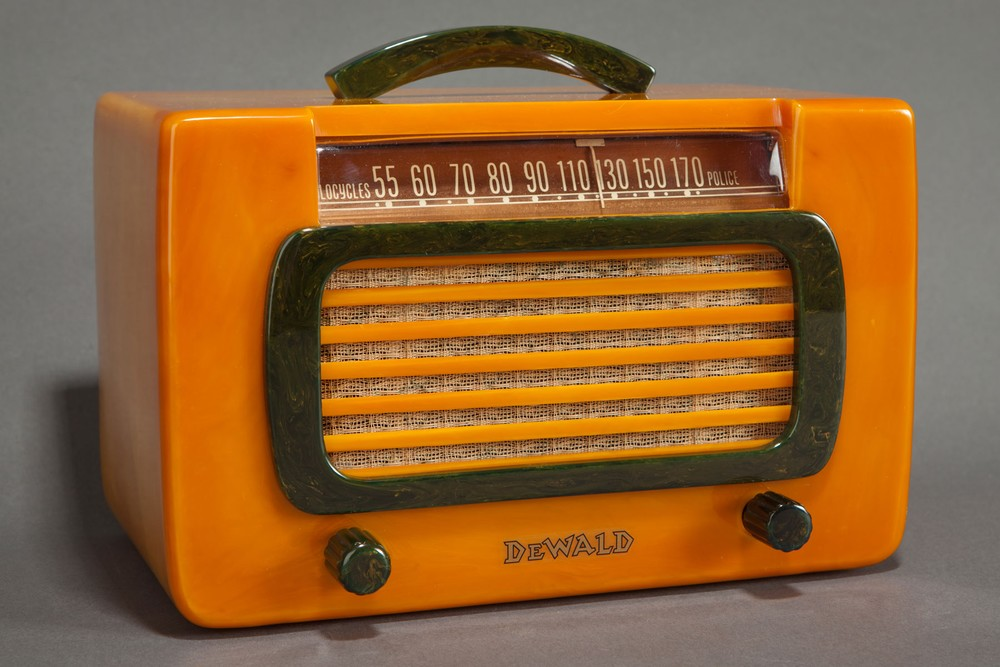 "Catalin DeWald Radio 561-2 ""Jewel"" in Butterscotch + Blue - RARE"