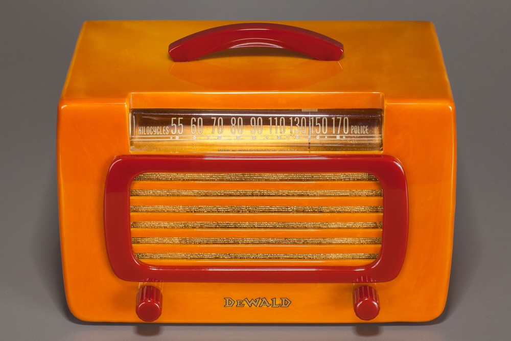 Catalin DeWald Radio 561 'Jewel' in Butterscotch + Raspberry