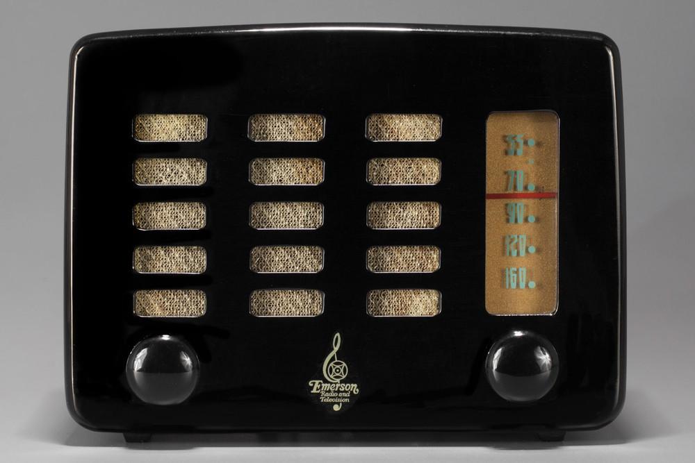 Emerson 564 Radio 'Slot-Grill' in Jet Black Catalin
