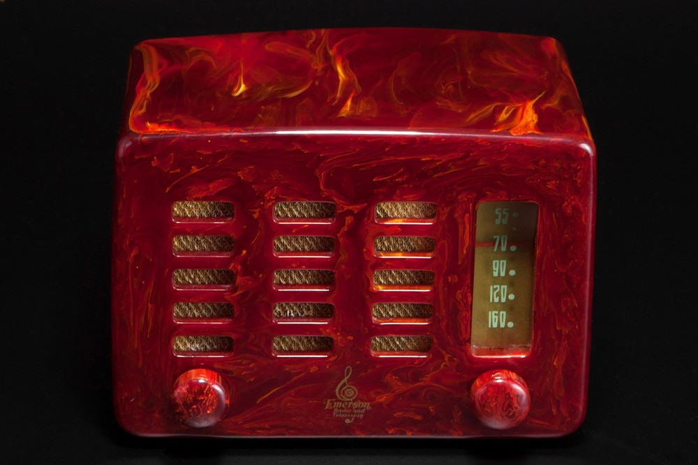 Emerson 564 Radio 'Slot-Grill' in Marbleized Oxblood Red Catalin