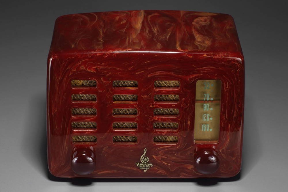 Emerson 564 Catalin Radio 'Slot-Grill' in Marbleized Oxblood Red