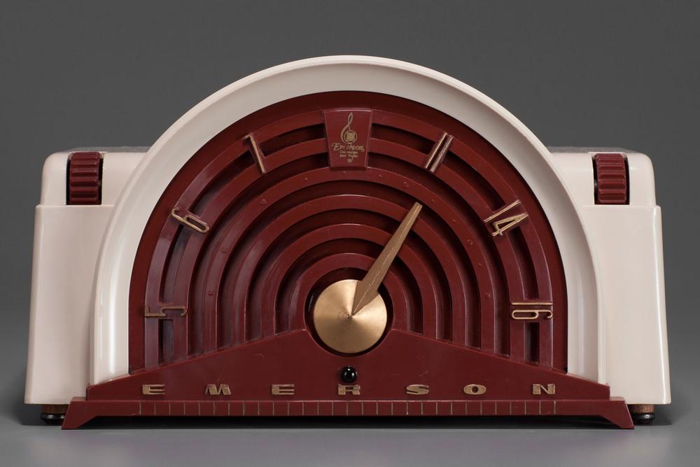 Emerson 744B Mid-Century Radio Beige with Maroon Bakelite