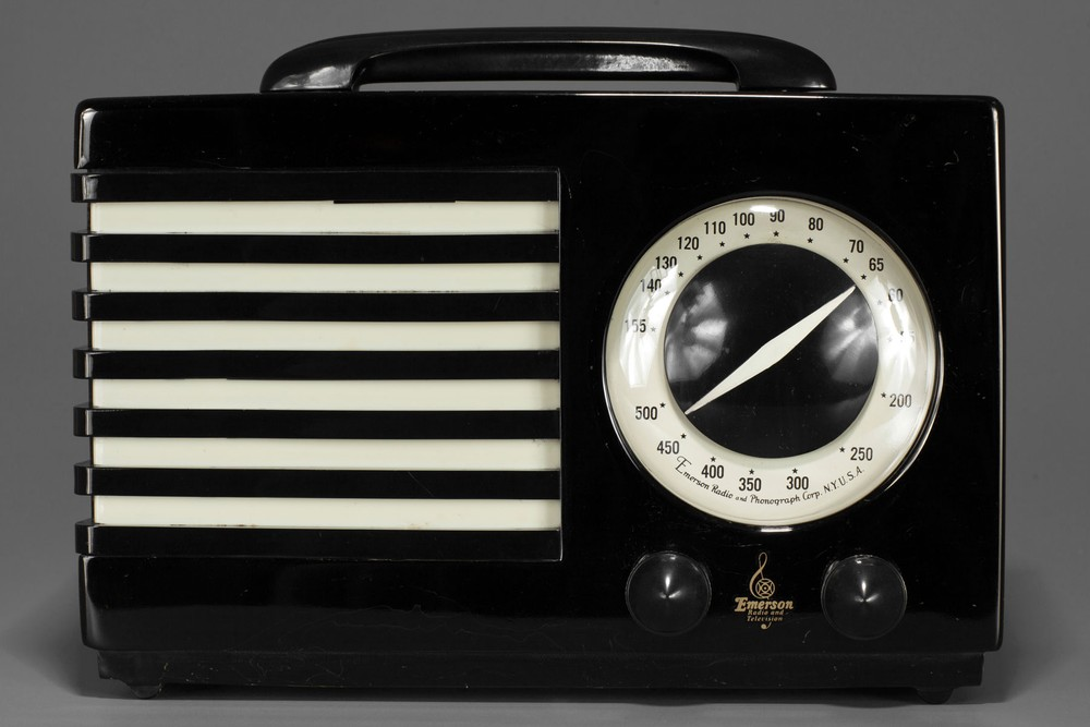 Striking Black Catalin Emerson 'Aristocrat' Radio  - Seldom Seen