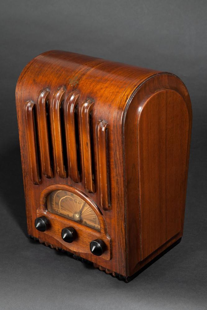 Emerson AU-213 Radio Sakhnoffsky Designed Ingraham Cabinet