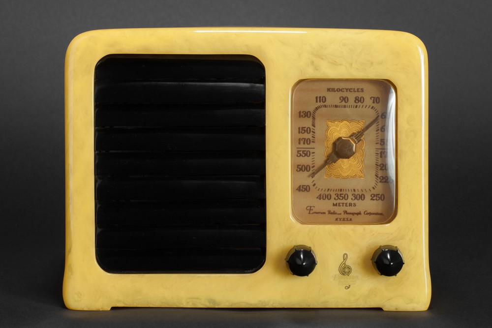 Emerson BM258 Catalin Radio 'Big Miracle' in Yellow