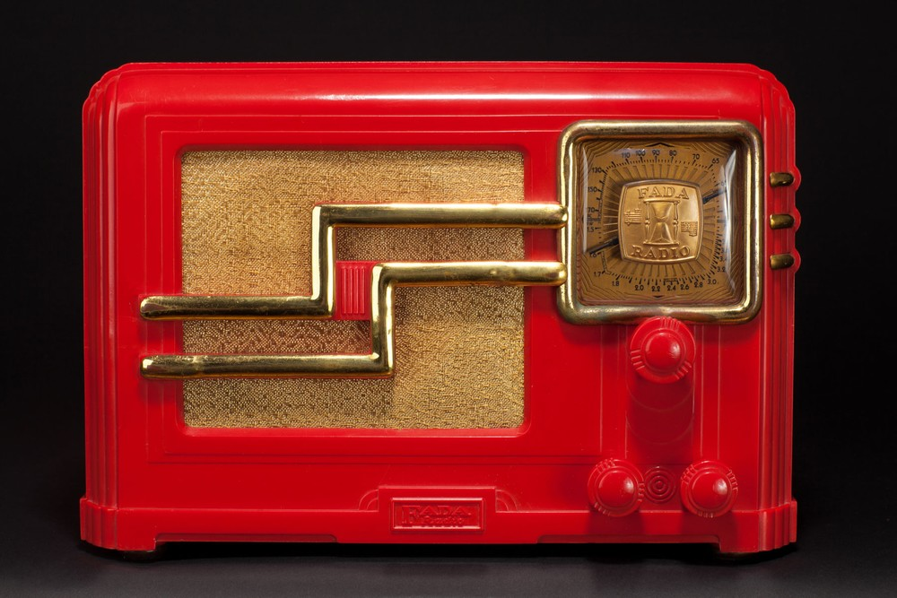 Rare Fada 362RG 'Coloradio' Radio - Chinese Red Plaskon with Gold Trim