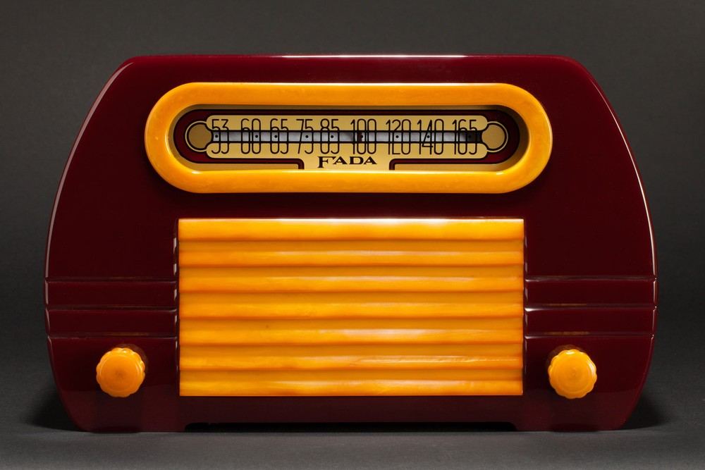 FADA 652 Catalin Radio Maroon + Yellow Insert Grill 'Temple' - Rare
