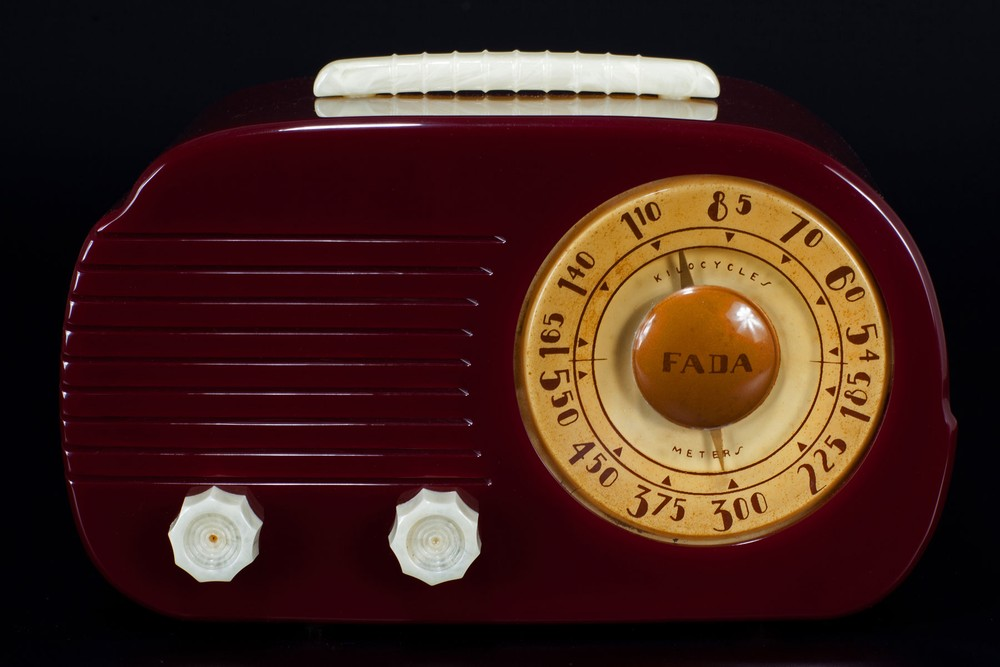 Fada 700 'Cloud' Catalin Radio in Plum with Ivory