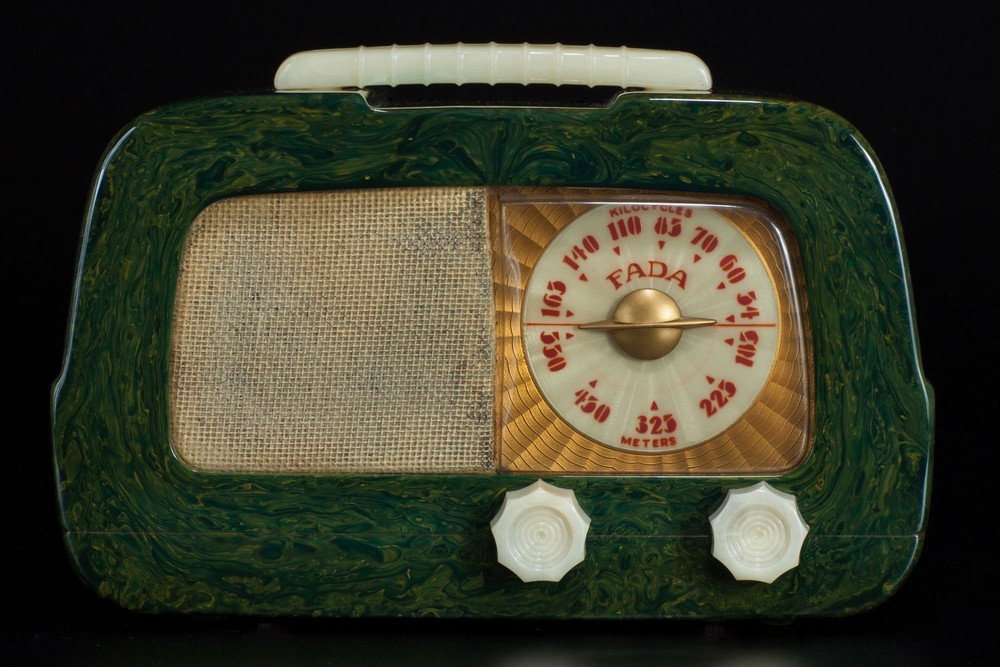 Fada Model 711 'Dip-Top' Catalin Radio in Blue + Ivory