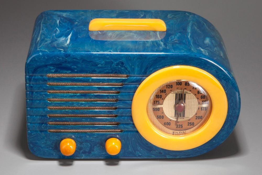 FADA 115 Pre-War 'Bullet' Catalin Radio in Blue + Yellow - Rare