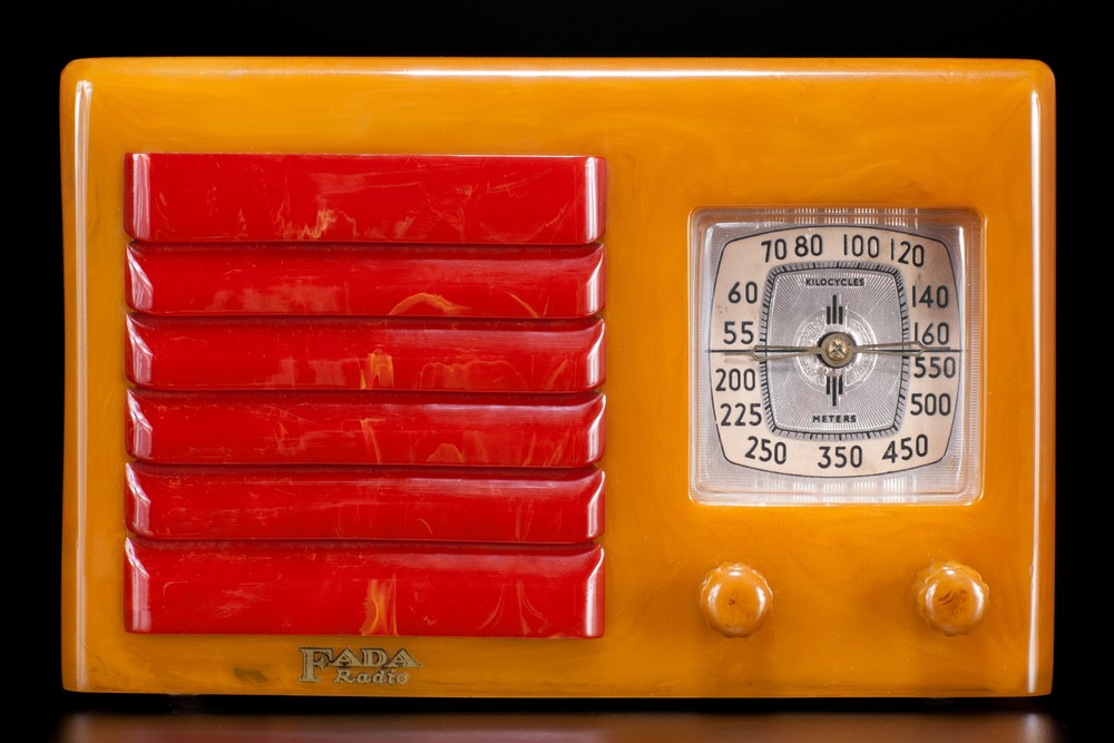 FADA 5F60 Catalin Radio Yellow with Red Insert Grill