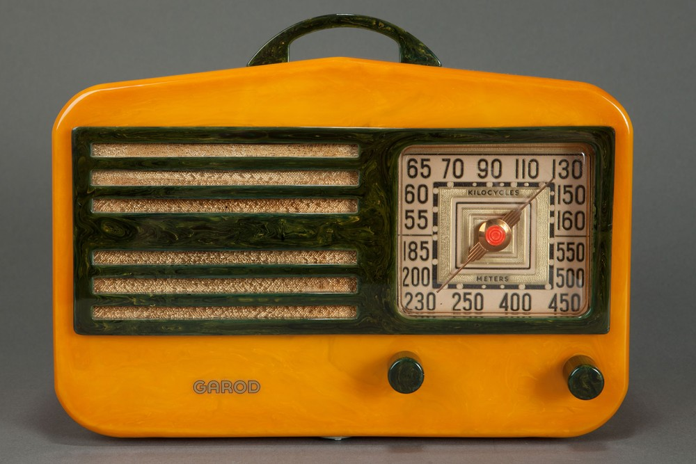 "Garod 1450 Catalin ""Peak-Top"" Radio in Butterscotch + Blue"