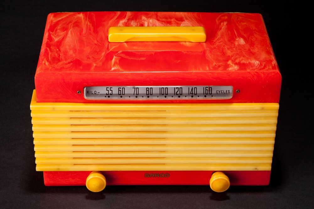 "Garod ""Commander"" 6AU-1 Catalin Radio in Bright Red with Yellow"