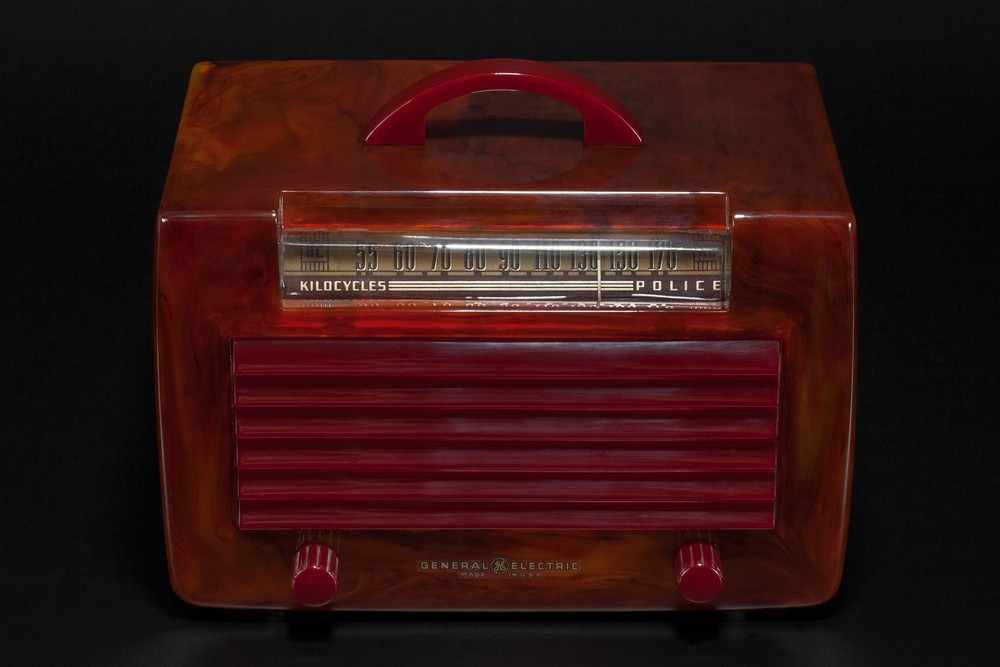 General Electric L-573 Catalin Radio in Translucent Tortoise with Maroon