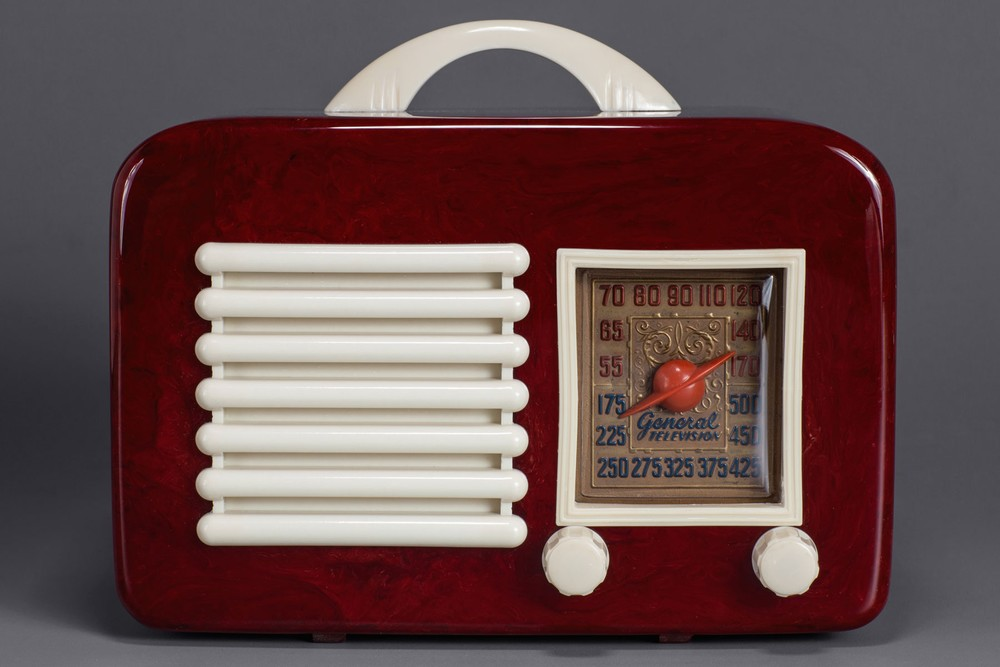 General Television 591 Catalin Radio - Oxblood with Ivory Trim