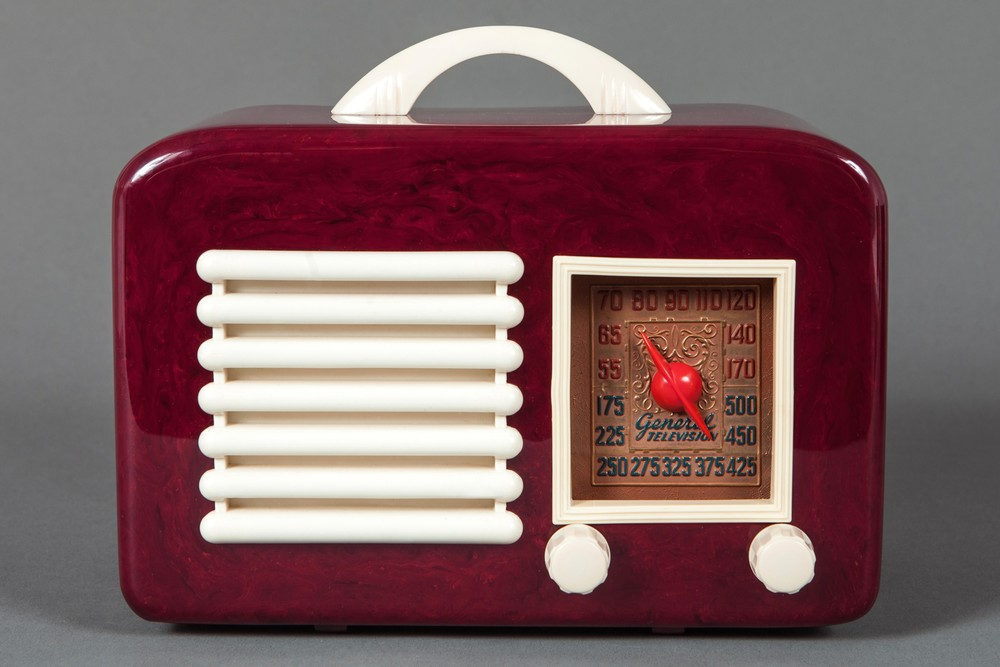 General Television Catalin Radio Model 591 - Oxblood with Ivory Trim