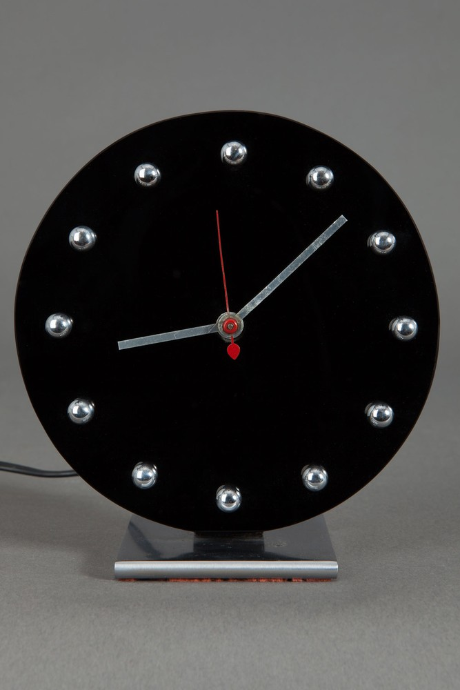 Gilbert Rohde Clock 4708 in Black Carrara Glass