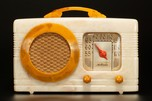 Motorola 'Circle Grille' Radio 50XC Catalin in Oatmeal - Striking
