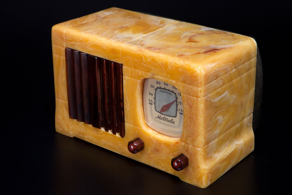 Catalin Motorola 52 'Vertical Grill' Radio - Marbleized Apricot + Tortoise