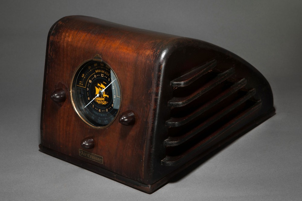 Pacific 'Air Cruiser' Radio - Incredible + Rare Machine Age Design