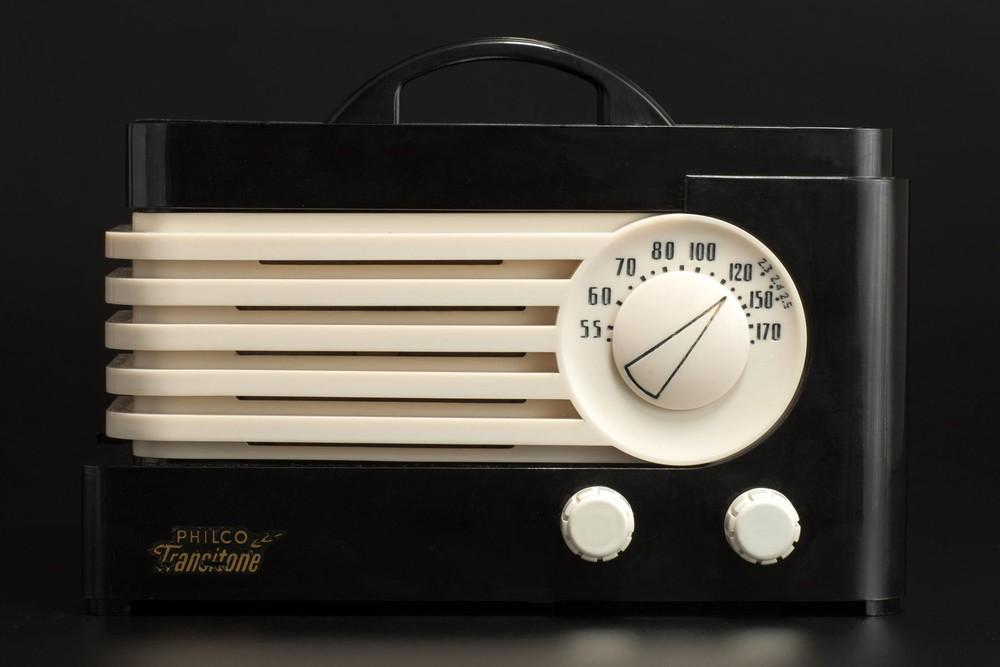 Deco Philco TP-20 Radio in Ebony with Ivory Trim