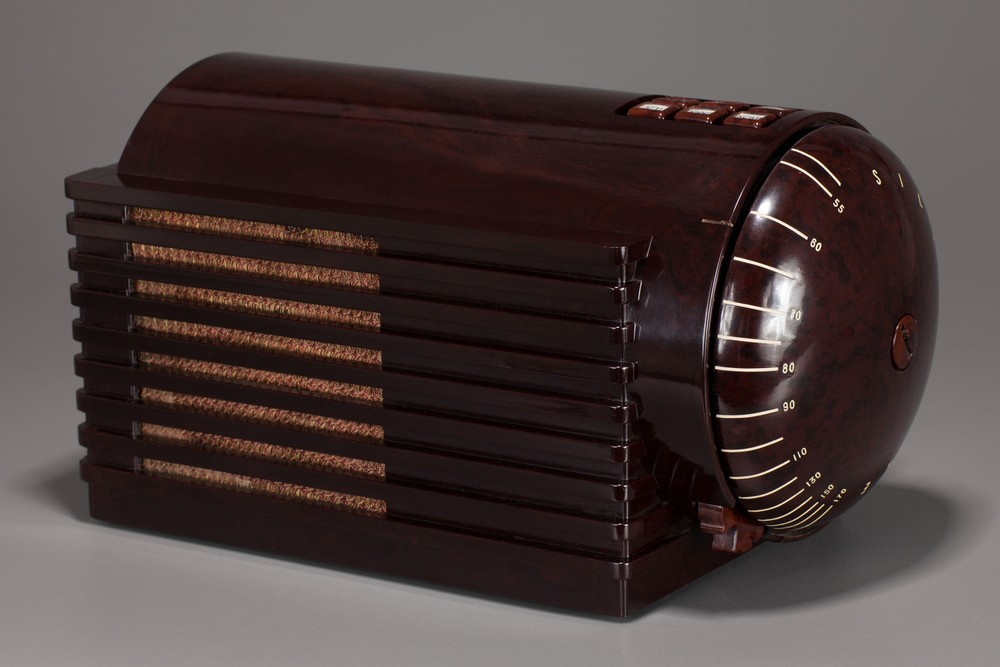 Machine Age Silvertone 'Rocket' 6109 Radio Brown Bakelite