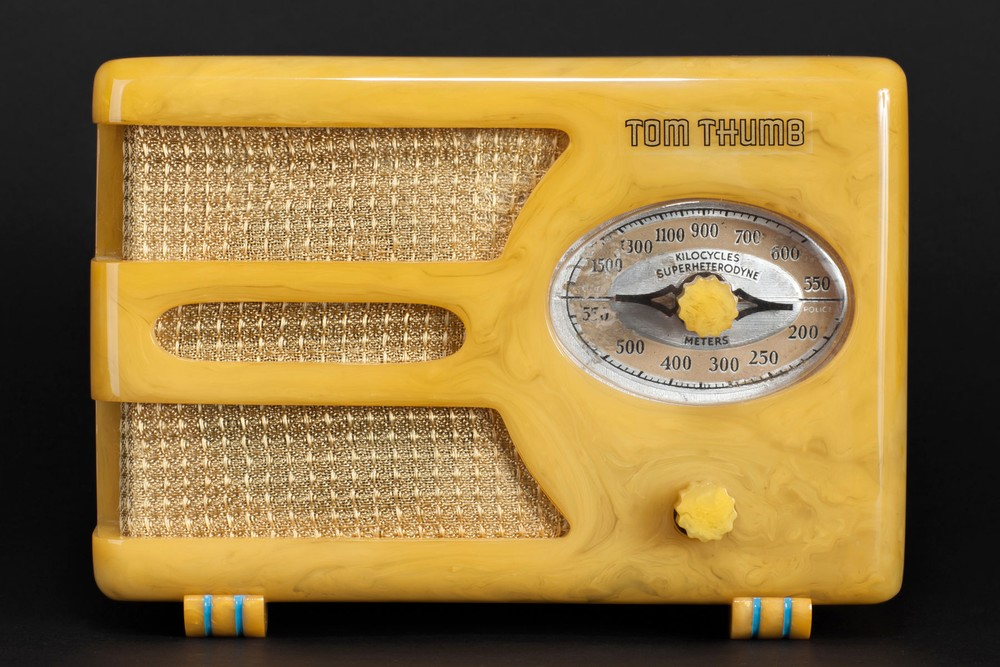 Tom Thumb Catalin Radio Model 955 'Oval-Dial' in Yellow - Rare Deco Design